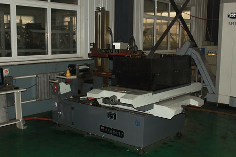 EDM CNC Wire Cutting Machine