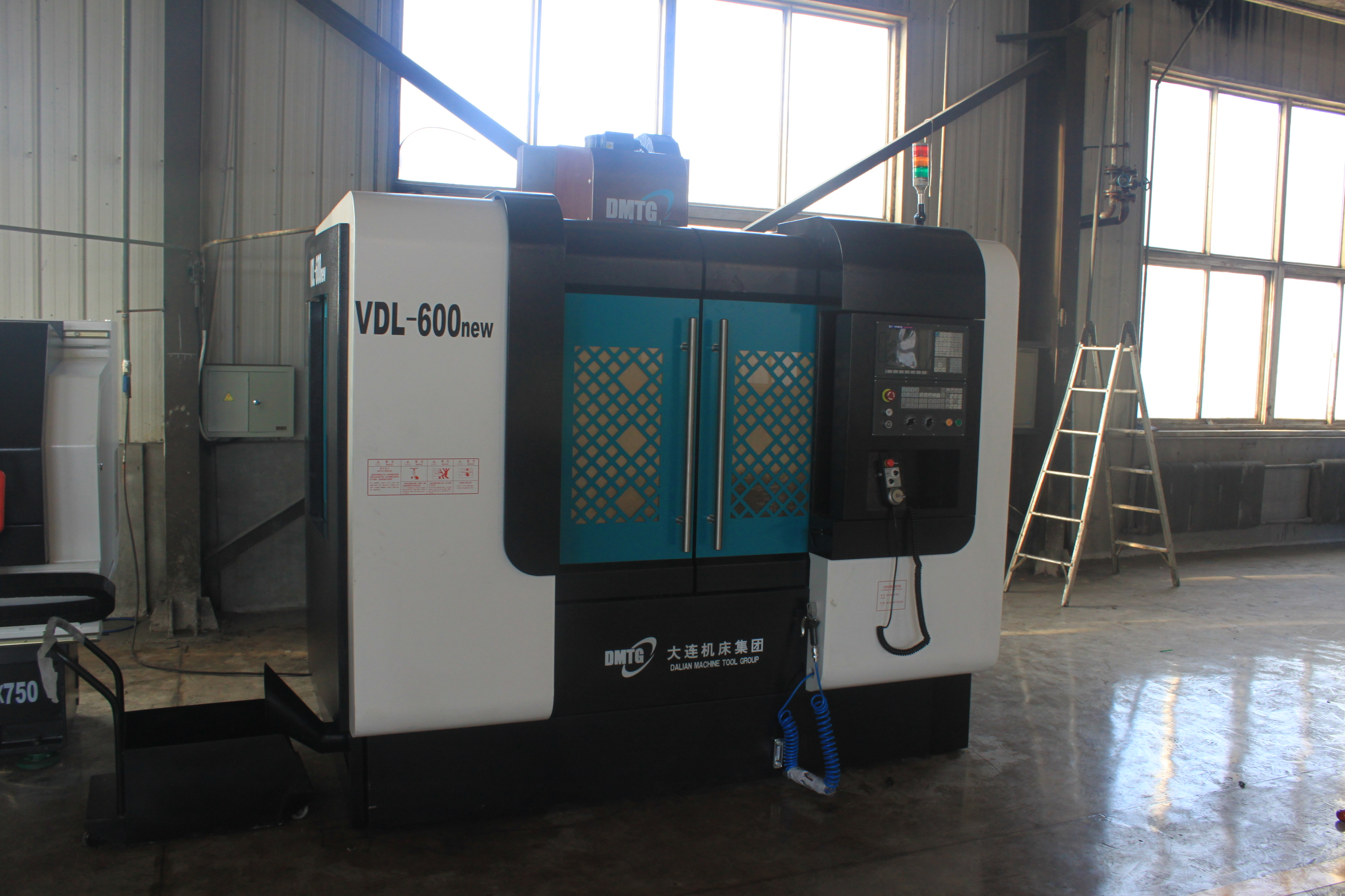 VDL-600 Vertical Machining Center